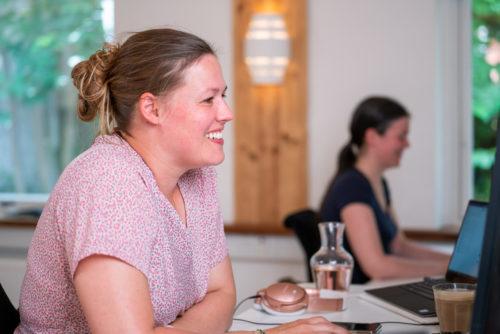 portrait of Festina Finance employees Kristina Forsberg and Elisabeth Nærum